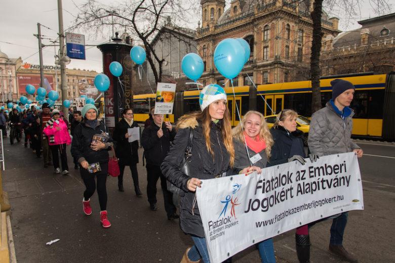 Fiatalok az emberei jogokért felvonulás