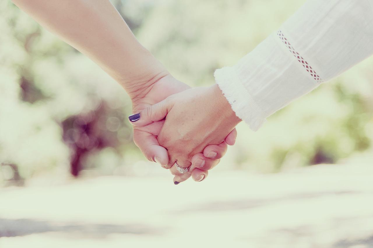 hogyan lehet egy srácot randevúzni egy másik lányba