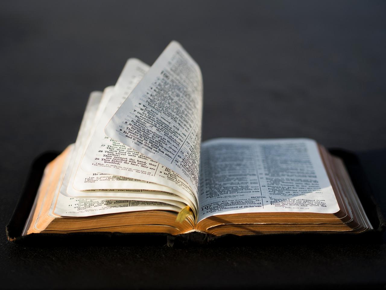 Biblia vallási tolerancia