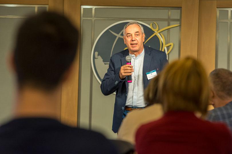 Dr. Lerner Péter előadást tart a drogmegelőzési konferencián