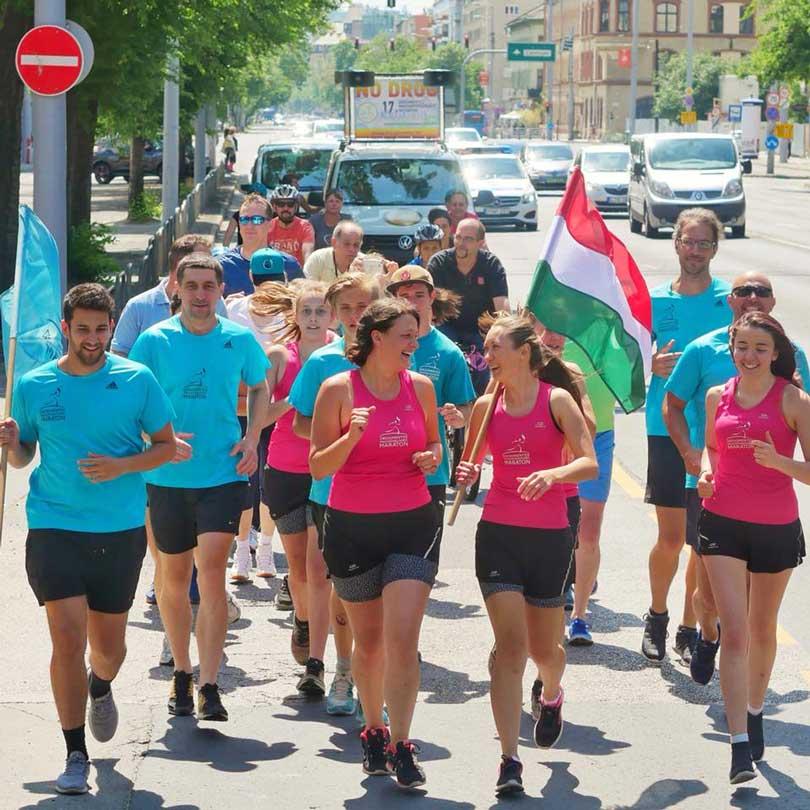 Maratonisták befutna Budapestre