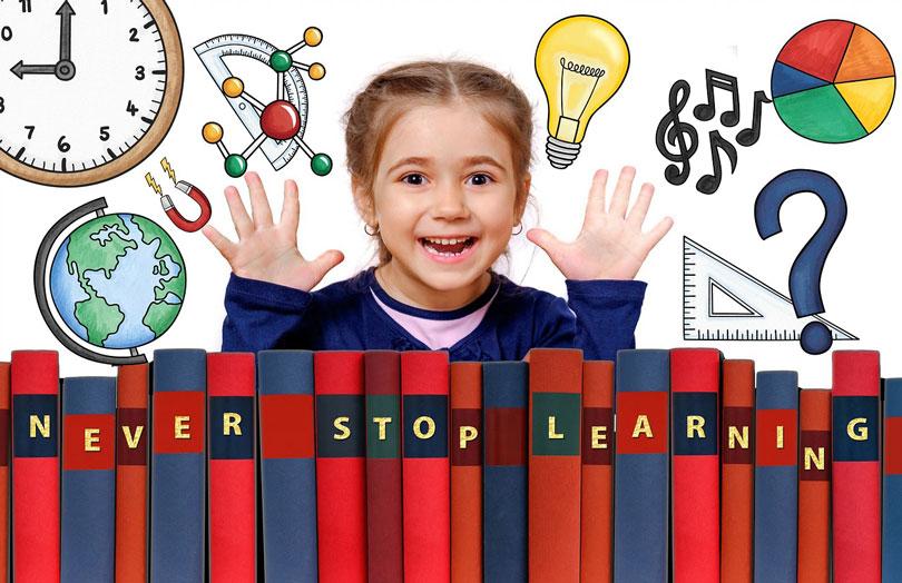 Egy boldog gyermek könyvekkel maga előtt-önibzalom növelés