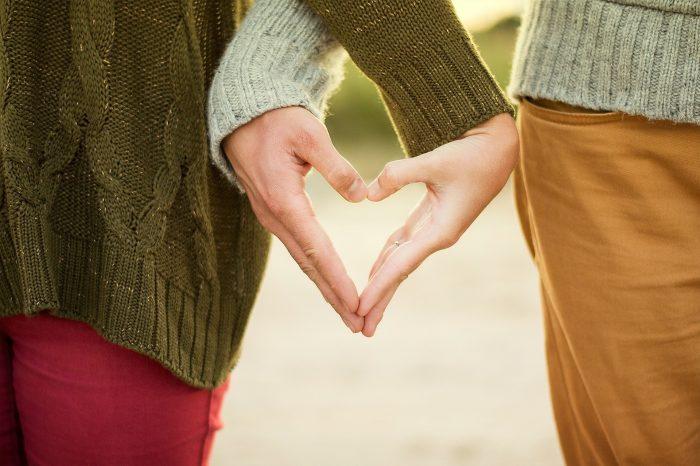 Mit csinálnak a párok randevúzás közben?